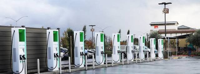 EESL signs MoU with BSNL to install 1000 public charging stations across India