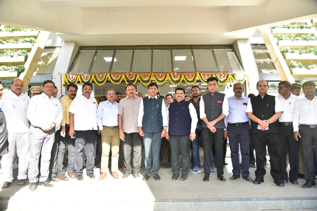 Mansukh Mandaviya inaugurates infra projects at JNPT